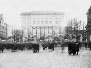 Turun Yliopiston vihkiäisjuhla ja ensimmäinen promootio  12. toukokuuta 1927. Yliopiston päärake