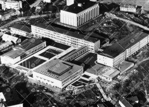 Kaakosta kuvattu ilmakuva yliopistonmäkikompleksista toisen  rakennusvaiheen valmistumisen jälkeen