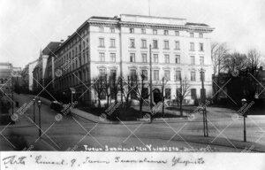 Turun Suomalaisen Yliopiston Phoenix-päärakennus n.v. 1920.