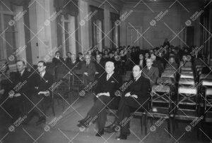 Yleisötilaisuus Phoenixin juhlasalissa ilmeisesti 1940-luvun  alkupuolella.