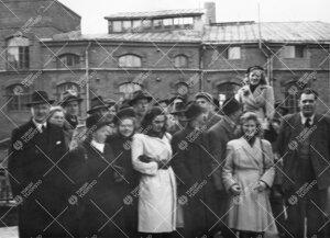 Ekskursio Tampereelle vuonna 1948.  lähtöä odottelemassa.