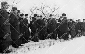 Kirjastotalon (Samppalinnanmäkisuunnitelma) rakennustöiden  aloitus 20. joulukuuta 1947. Kutsuvier