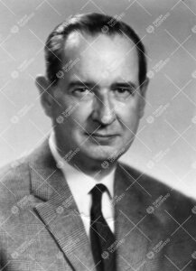 Uuno *Urpo* Tapio Siirala (v:een 1935 Sirelius). Korva- nenä- ja  kurkkutautiopin professori 5.9.19