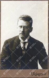 Viljo Voipio (v:een 1901 Åkerman). Lakitieteen kandidaatti,  myöhemmin tohtori, Turun Suomalaisen