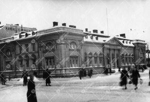 Turun yhteislyseo vanhassa postitalossa talvella 1947. Turun  vanha postitalo toimi postina 1899-193