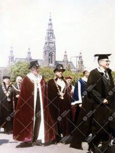 Wienin yliopiston 600-vuotisjuhlat toukokuussa 1965. Rehtori  Tauno Nurmela edustamassa Turun Yliopi
