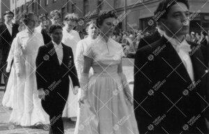 Promootio 3. kesäkuuta 1955. Juhlakulkue Aninkaistenkadulla  matkalla tuomiokirkkoon. Vuorossa mais