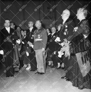 Turun Yliopiston juhla ja promootio 3. kesäkuuta 1955.  Akateeminen juhlakulkue on saapunut konsert