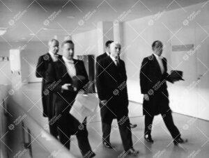 Juhlakokouksessaan 14.3.1962 lainopillinen tiedekunta myönsi ilman juhlallista vihkimistä lakitiet