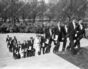 Turun Yliopiston vihkiäisjuhla ja ensimmäinen promootio  12. toukokuuta 1927. Vihityt maisterit ja