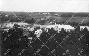 Näkymä Kokemäeltä 1920-luvun alusta. Oikealla Kokemäen  yhteiskoulu, jossa pidettiin yliopistoj