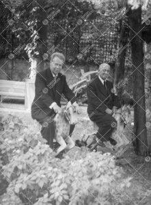 Professorit Yrjö Väisälä ja Anders Reiz Kööpenhaminan Tivolissa  kesällä 1957.