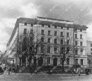 Turun Yliopiston Phoenix-päärakennus keväällä 1950-luvun  puolivälissä.