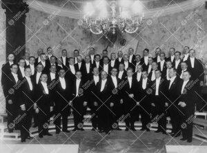 Laulun Ystävät-kuoro Vanhan Akatemiatalon juhlasalissa vuonna  1929. Johtaja Ilmari Kalkkinen.