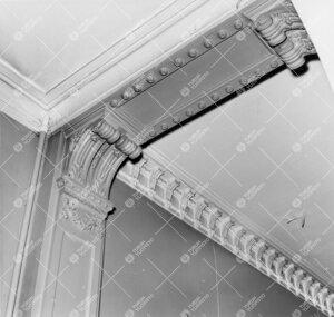 Detalji Phoenix-rakennuksen katto-ornamentiikasta. Kuva vuodelta  1958.