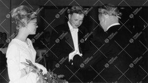 Promootiotanssiaiset ylioppilastalon juhlasalissa 28. toukokuuta  1960. Promovendien kiitollisuuden