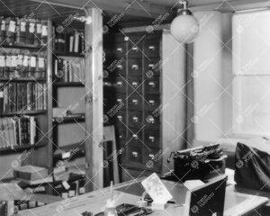 Kirjastovirkailija(i)n työhuone Phoenixissa ilmeisesti 1930-luvun  loppupuolella.