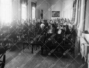 Yleisötilaisuus Phoenixin juhlasalissa v. 1937.