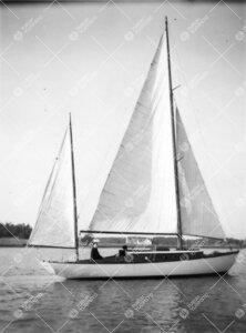Yrjö Väisälän Johanna-vene vesillä kesällä 1953.