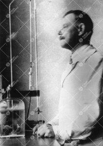 Assistentti / laboraattori (1927 - 1942) T(oivo) A(ndreas)  Siitonen kemian Iso-Heikkilän laborator
