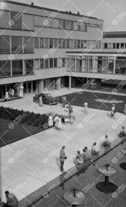 Pääkirjaston ikkunasta 1950-luvun lopulla (mahdollisesti aivan  1960-luvun alussa) otettu kuva opi