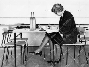 Yliopettaja Kyllikki Tuomisen (Turun normaalilyseo) välitunti  vuonna 1965.