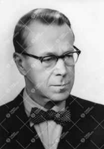 Kalle Väisälä (v:een 1906 Veisell). Matematiikan professori  19.12.1921 (astui virkaan 1.6.1922)