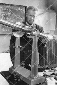 FT Yrjö Väisälä, TY:n fysiikan professori 1924-1951. Kuvassa  akateemikoksi nimitetty Väisälä