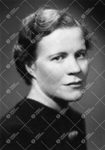 Aili Aleksandra Ryynänen s. Wallin. TY:n kirjastoharjoittelija  1937-1938, kirjaston kirjoitusapula