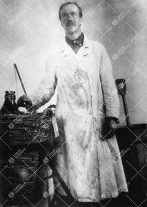 Lämmittäjänä ja vahtimestarina vuosina 1922 - 1937 toiminut  Akseli Otava kemian Iso-Heikkilän