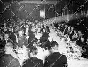 Juhlaillallinen Hamburger Börsissä Turun Suomalaisen  Yliopistoseuran Palokunnantalolla järjestä