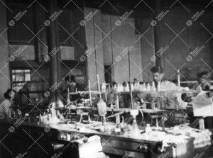 Orgaanisen kemian osastolta Iso-Heikkilän kemian laboratoriosta  vuonna 1949.