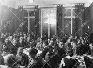 Ylioppilaskunnan illanviettoa v. 1925 vuokratussa kuntahuoneistossa osoitteessa Linnankatu 16.