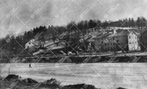 Näkymä Aurajoen yli kohti Samppalinnan vuorta kevättalvella 1946.  Kuva liittyy mainittuna vuonna
