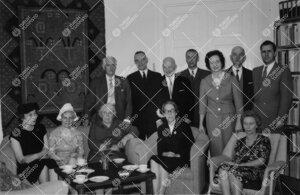 Promootio 1960. Kahvikutsut promoottori, prof. Osmo Ikolan ja  rouva Sigrid Ikolan kotona 28. toukok
