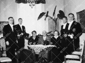 Promootio 3. kesäkuuta 1955. Ryhmäkuva lääketieteellisen  tiedekunnan nuorista tohtoreista promo