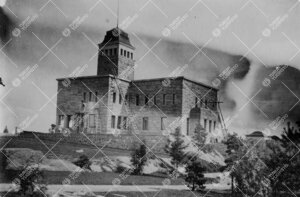 Kultarannan päärakennus valmistumassa 1910-luvun jälkipuolella.