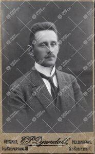 Walter Mikael Linnaniemi (v:een 1906 Axelsson). Eläintieteen  professori 21.5.1921 - 25.10.1943.