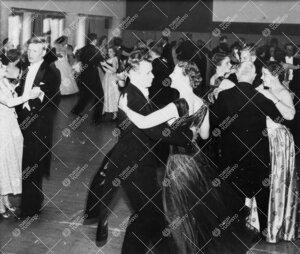 Promootio 3. kesäkuuta 1955. Promootiotanssiaiset Ylioppilastalon  juhlasalissa.
