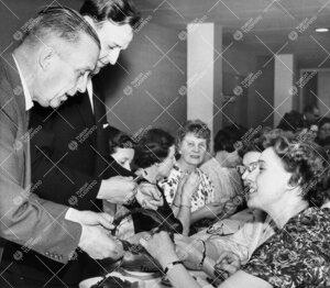 Promootio 1960. Seppeleensitojaiset yliopiston aulassa 26.  toukokuuta.