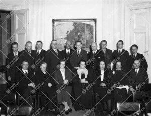Ryhmäkuva Phoenixin juhlasalista v. 1937.