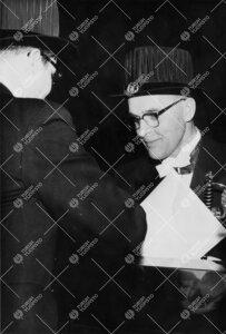 Promootio 1960. Akti. Pääjohtaja Yrjö Jäntti vihitään  kunniatohtoriksi.