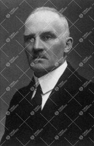 Ernst Fredrik Nevanlinna (v:een 1906 Neovius). Finanssiopin  professori (HY), kansanedustaja, lyhyen